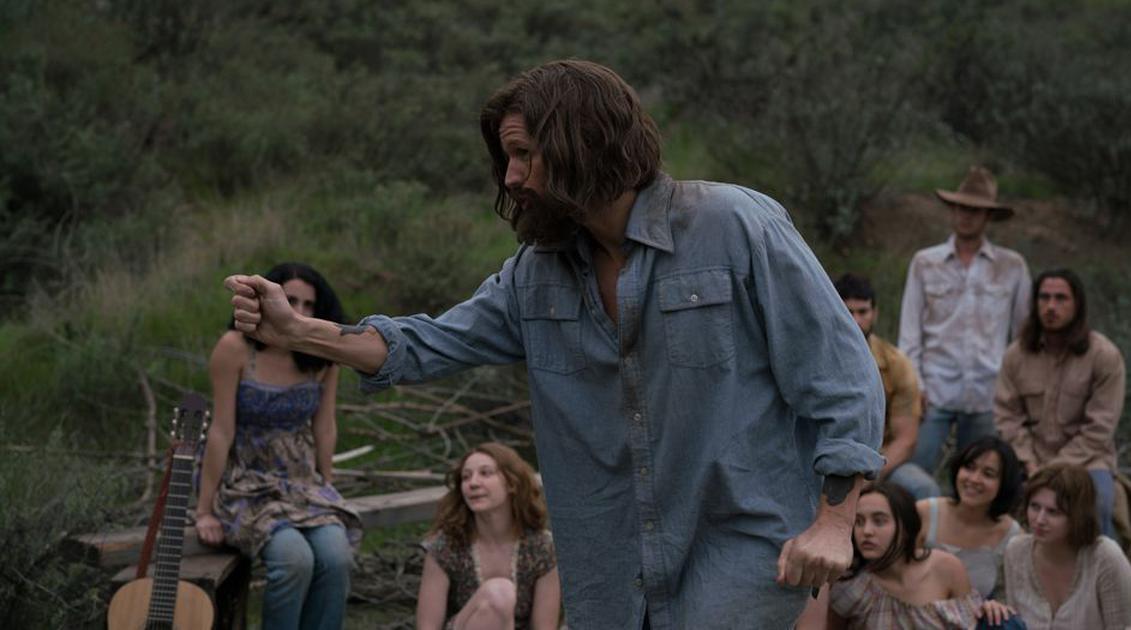 Matt Smith es Charles Manson en el primer trailer de Charlie Says