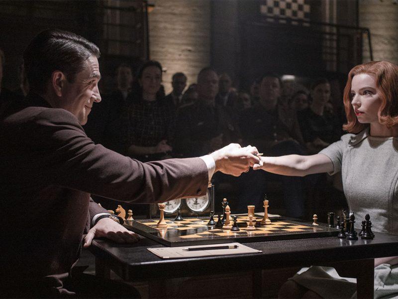 Gambito de Dama: una famosa ajedrecista demanda a Netflix por la serie de Anya Taylor-Joy